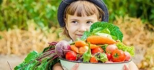 La forêt nourricière est la meilleure méthode pour avoir un bel aménagement paysager et pouvoir avoir quelque chose à manger en retour avec des fruits, des légumes frais